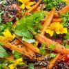 Quinoa mit gebackenen Möhren, Tomaten und würzigen Kräutern - vegan