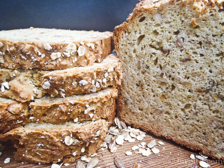 Hafer-Brot mit Sonnenblumenkernen