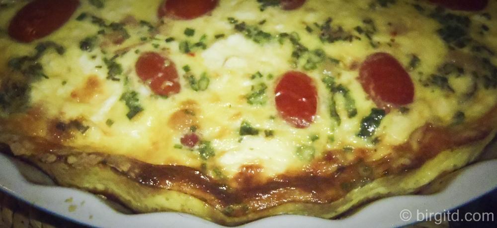 Kräuter-Tomaten-Quiche – würzig & zart knusprig