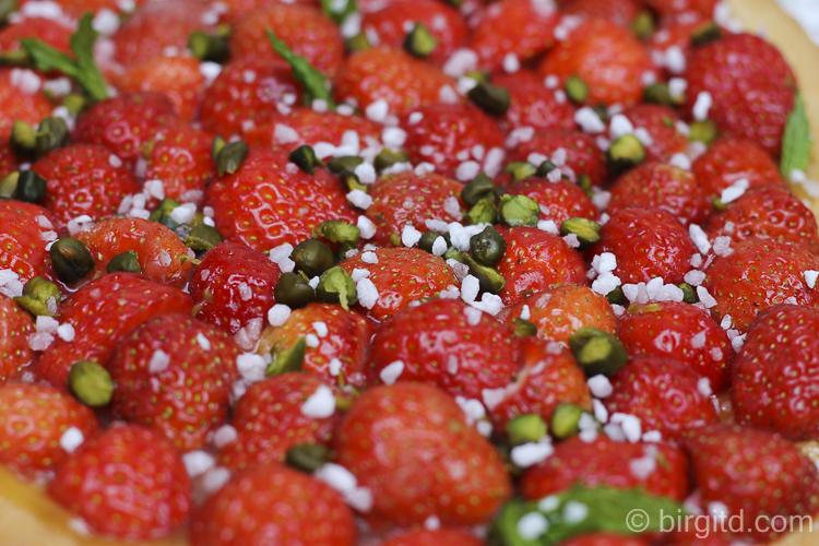 Erdbeeren, Pistazien und Hagelzucker