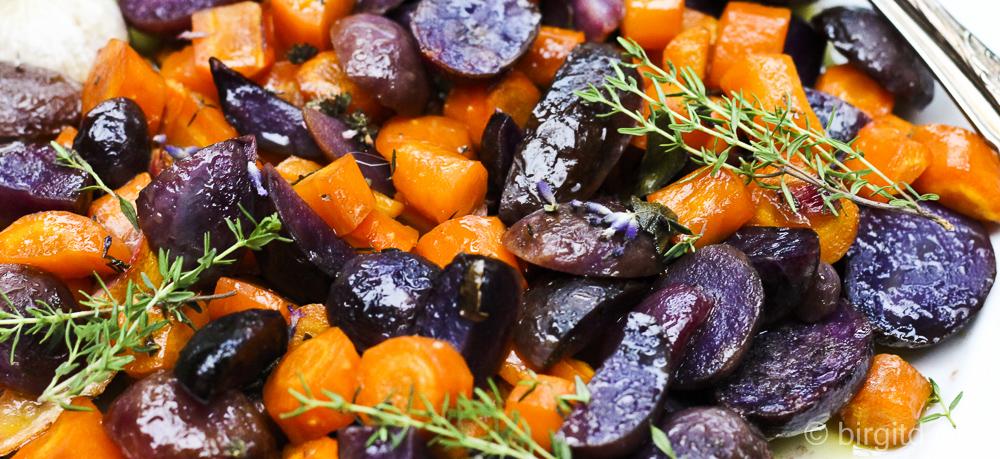 Ein blaues (Kartoffel-)Wunder erleben oder Blaue Kartoffeln mit Möhren aus dem Ofen