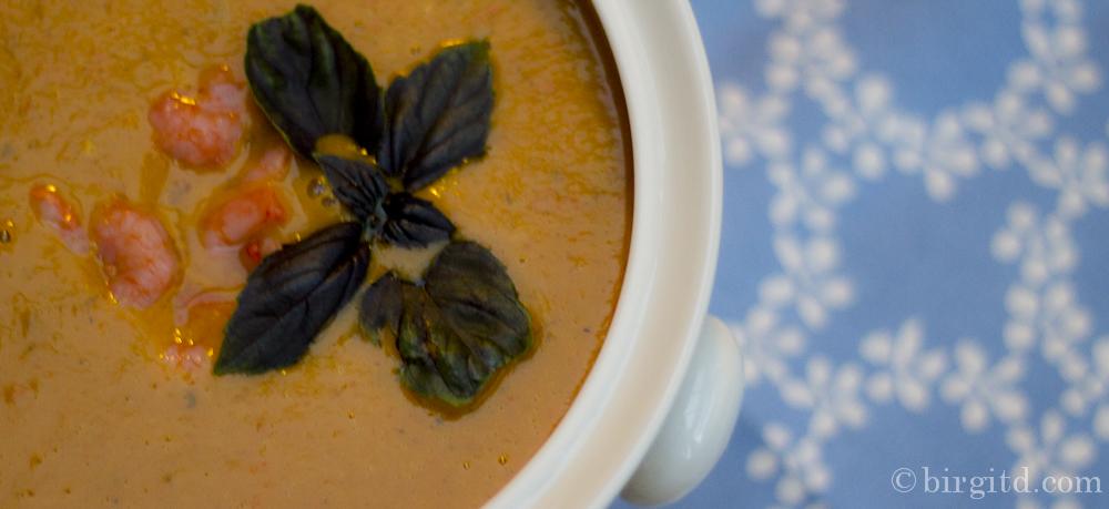 Kürbis-Crème-Suppe mit Ingwer und Garnelen &  Kräuter-Oliven-Brot mit Feta