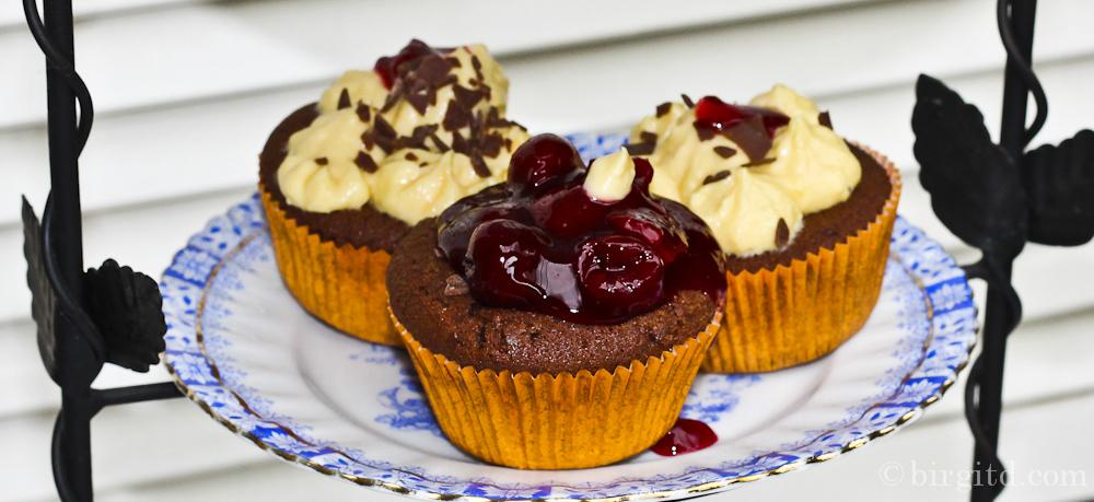 Schoko-Muffins mit Orangen-Mascarpone-Topping – sonnig-süß