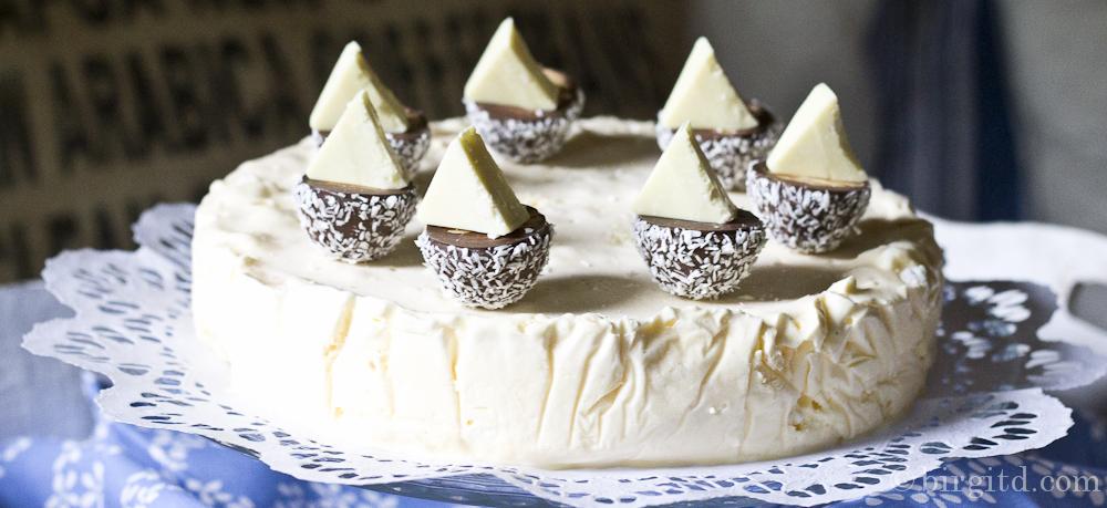 Knusper-Eistorte ♥ HAPPY BIRTHDAY ♥ ein cremig-schmelzender Genuss
