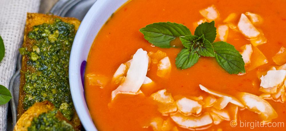 N° 2 ♥ Fruchtig-pikante Tomaten-Suppe – mit Ingwer und Kokos