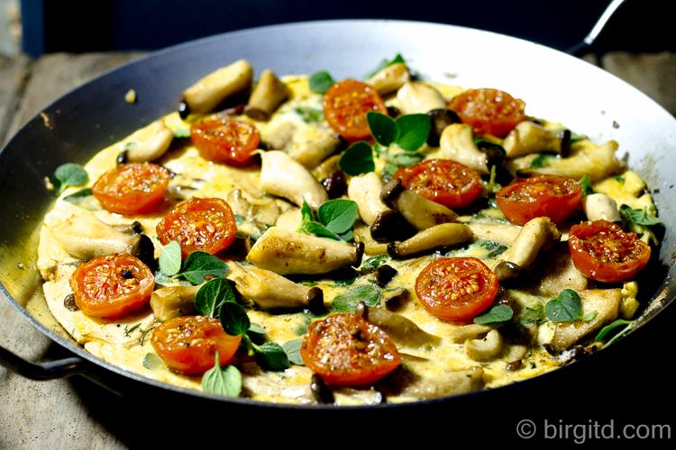 Omelette mit Pilzen und Rösttomaten