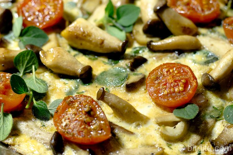 Omelette mit Kräuterseitlingen und Rösttomaten