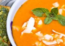 Tomaten-Suppe mit Ingwer und Kokos