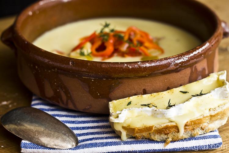 Sahnige Kartoffelsuppe mit Chorizo