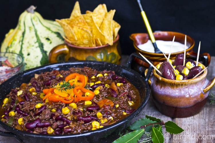 Chili con Carne mit Beilagen