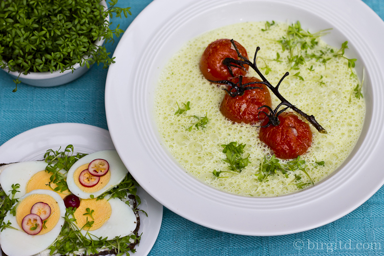 Kresseschaum-Suppe mit Rösttomaten