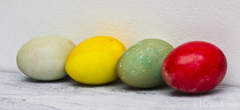 Oster-DIY – Eier natürlich färben und Tisch-Deko mit Kresse –