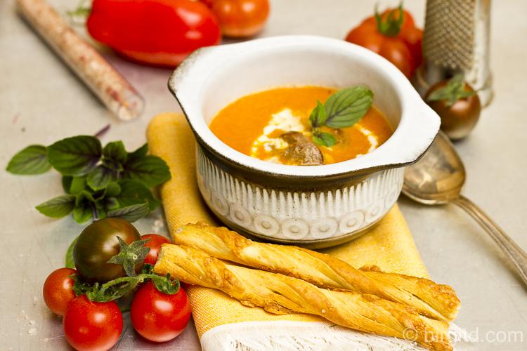 Mediterrane Tomatensuppe mit Merguez