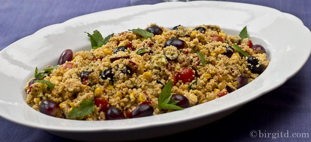 Orientalischer Couscous-Salat mit Trauben & Drumsticks