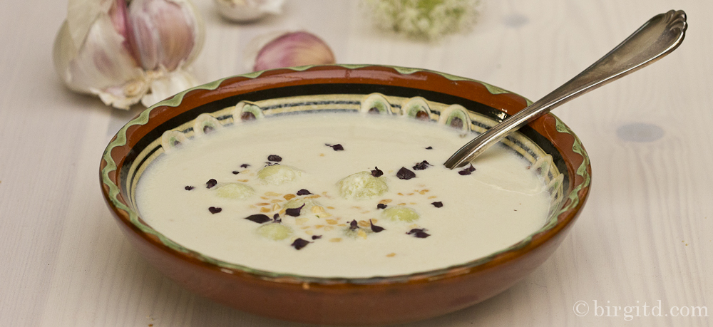 N° 44 ☼ Ajo blanco – Kalte andalusische Mandelsuppe mit Knoblauch