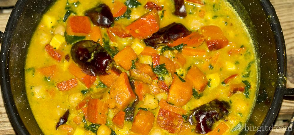Orientalisches Curry mit Kürbis und Kichererbsen– herrlich würzig & aromatisch
