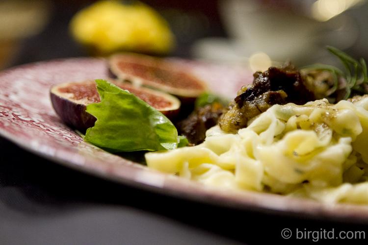 Südtiroler Hirschragout mit Kräuter-Tagliatelle