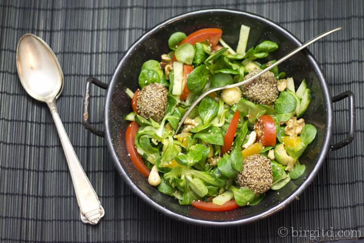 Fruchtiger Feldsalat mit Avocado