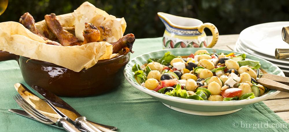 Mediterraner Kartoffelsalat mit erntefrischen Zutaten