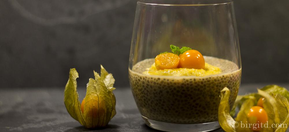 """Earl-Grey-Chia-Dessert mit Physalis-Cashew-Creme aus """"Vegane Dessertträume"""" von Brigitte Bach"""