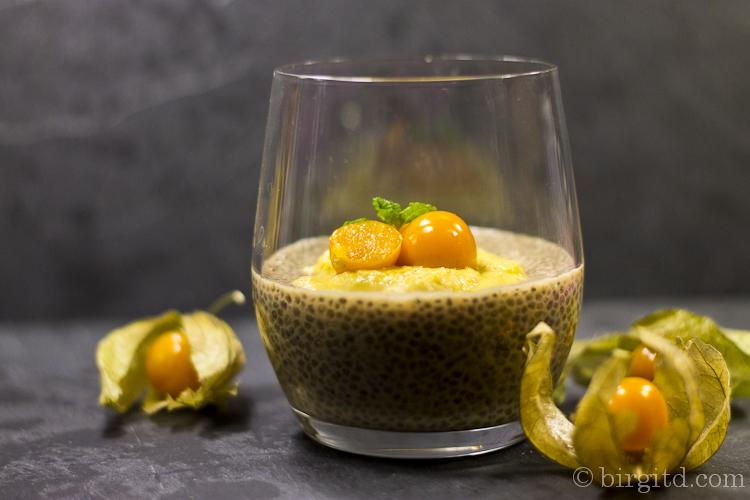 Earl-Grey-Chia-Dessert mit Physalis-Cashew-Creme