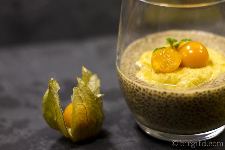 Earl-Grey-Chia-Dessert mit Physalis-Cashew-Creme aus Vegane Dessertträume
