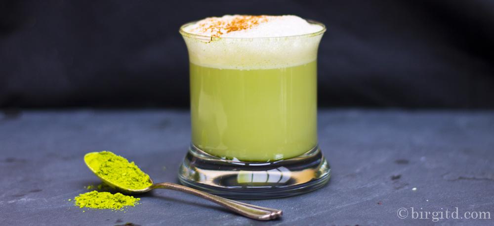 Matcha mit Mandelmilch – nicht nur die Farbe ist ein Hit…
