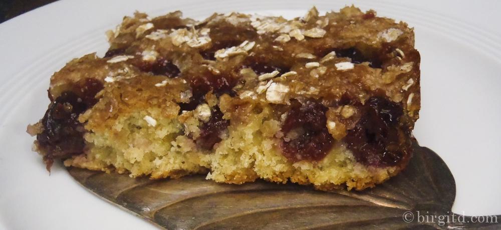 Sauerkirschkuchen mit Haferflocken – zart knusprig und sooo fruchtig