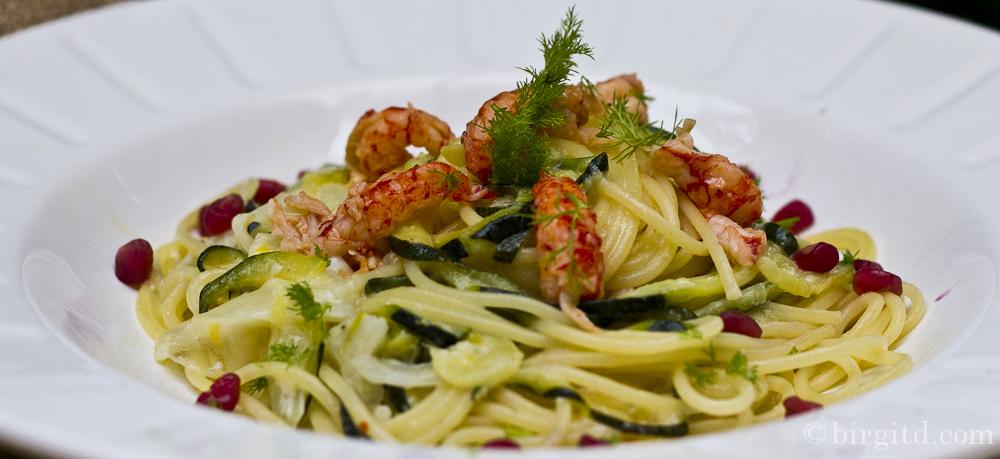 Cremige Pasta mit Zucchini, Fenchel & Flusskrebsen- mein schnelles Soul Food