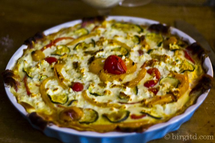 Quiche mit Paprika und Zucchini