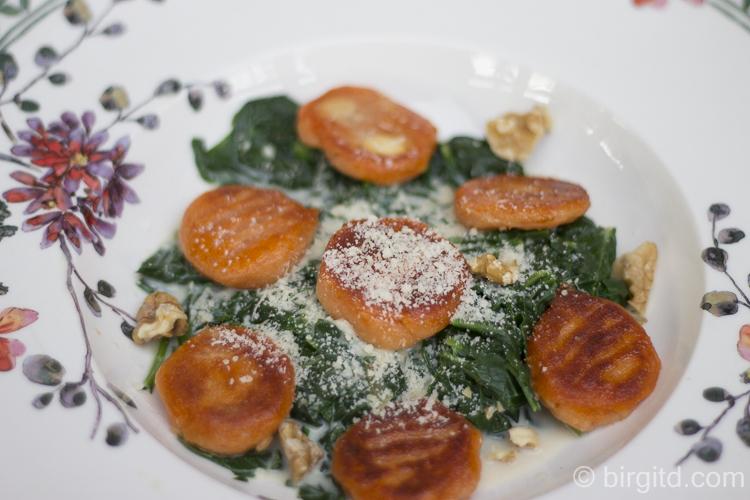Gnocchi rossi & Spinat mit Gorgonzolasauce