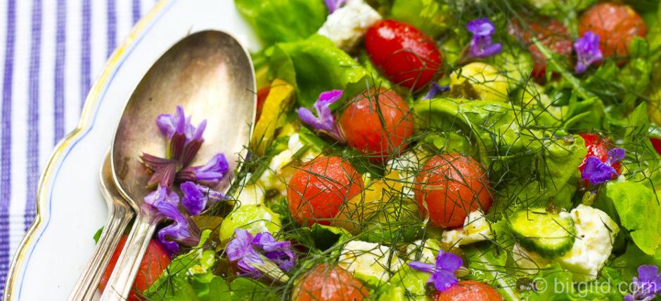 _Sommersalat mit Melone, Schafskäse und vielen Kräutern