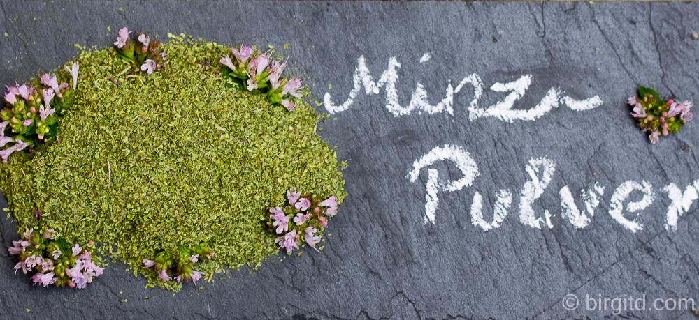 Selbstgemachtes Minz-Pulver – gibt nicht nur orientalischen Speisen den gewissen Kick