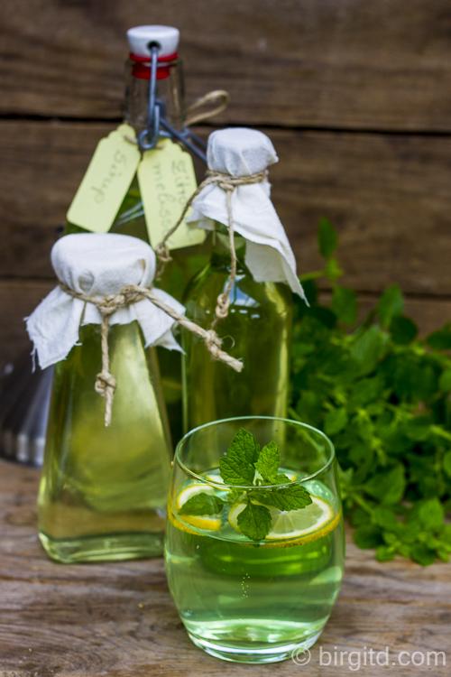Zitronenmelisse-Sirup