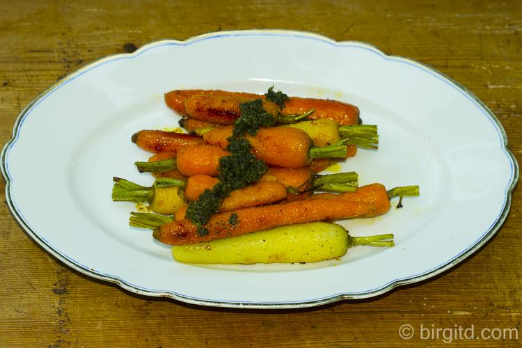 Harlekin-Möhrchen mit Zitronenmelisse-Pesto