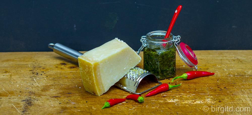 Zitronenmelisse-Pesto & bunte karamellisierte Möhrchen