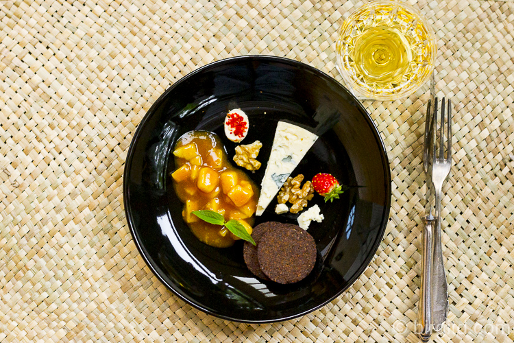Roquefort mit Birnen-Chutney