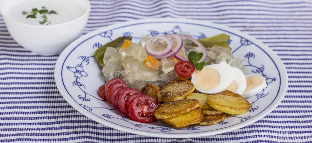 Sauerfleisch nach Schleswig-Holsteiner Art mit würzigem Kräuter-Dip