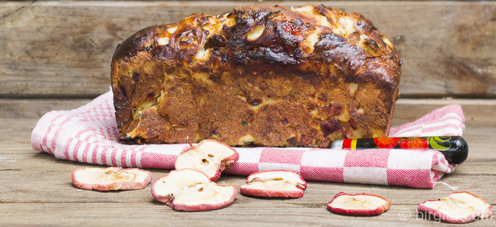 Apfelbrot mit Cashewkernen und einem Hauch Thymian – mein Beitrag zum World Bread Day 2016