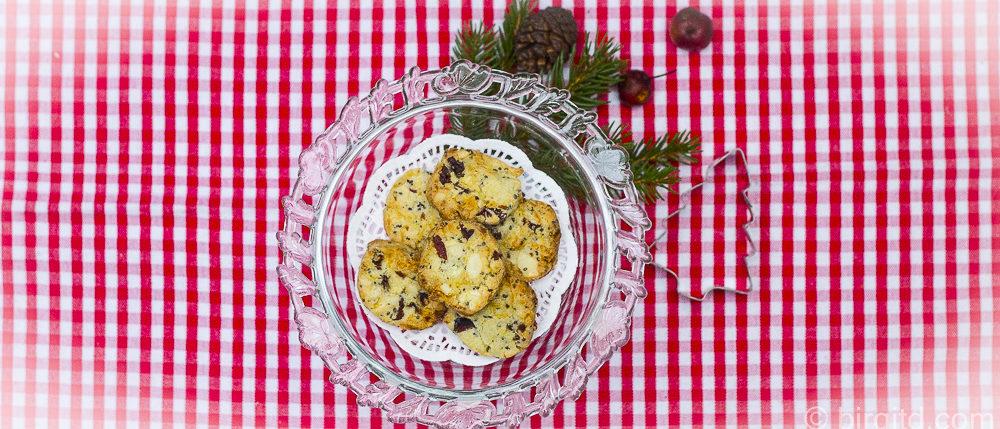 Cranberry-Cookies mit Cashews, weißer Schokolade und Chia