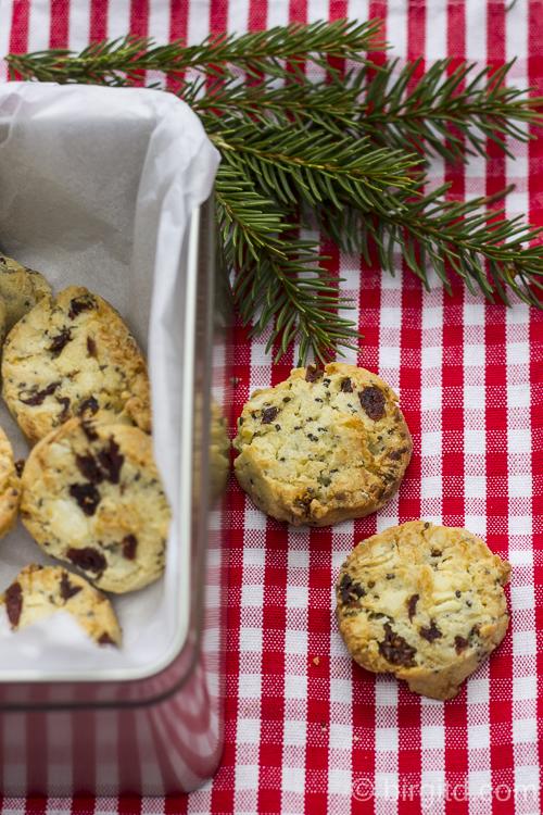 Cashew Cookies mit Cranberries, weißer Schokolade und Chia