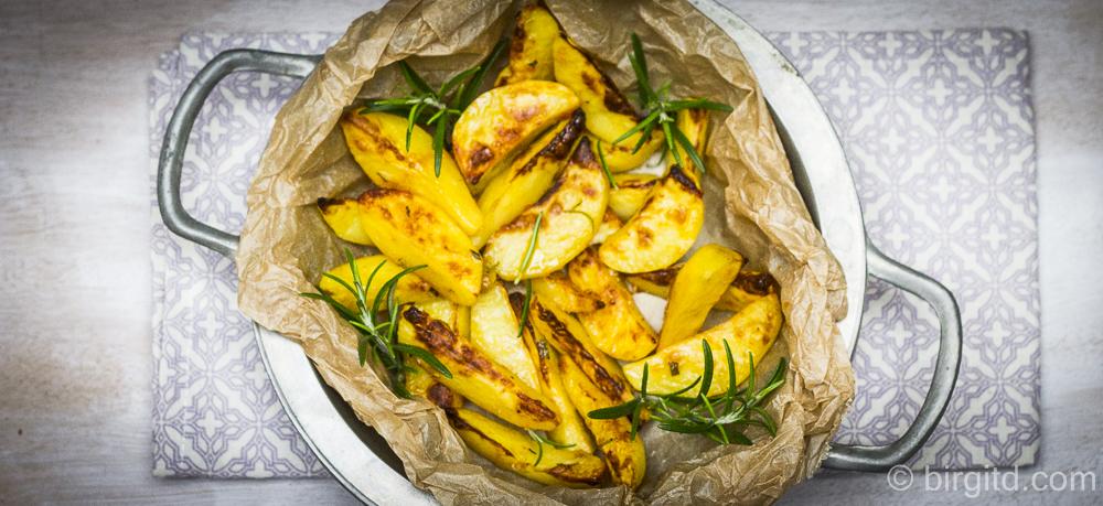 Mediterrane Kartoffelspalten mit Parmesan & Rosmarin