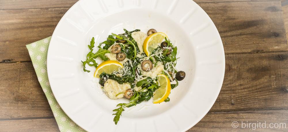 Ricotta-Gnocchi mit Rucola-Oliven-Butter