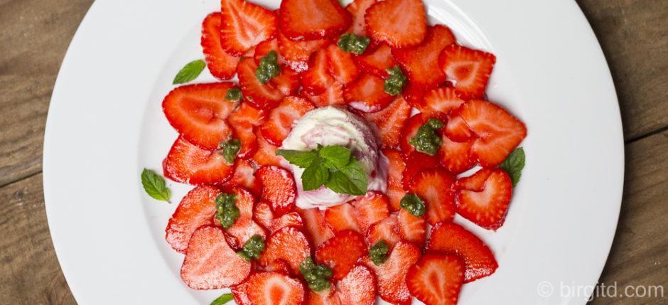 Süßes Minz-Pesto mit Erdbeeren
