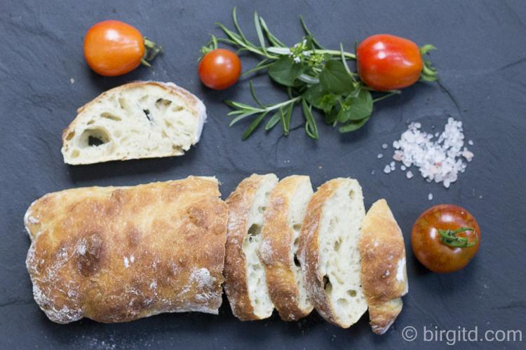 Ciabattas frisch aus dem Ofen