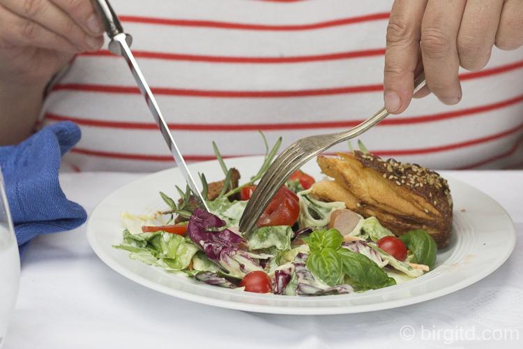 Mmmmmh - Fleischvariationen vom Grill mit verschiedenen Sommersalaten
