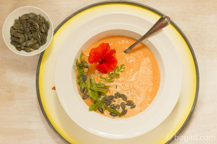 Möhren-Gazpacho mit Kokosmilch