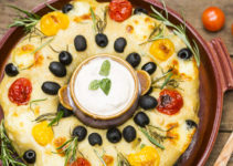 No-Knead Partybrot gefüllt mit mit Tomaten, Gorgonzola & mehr