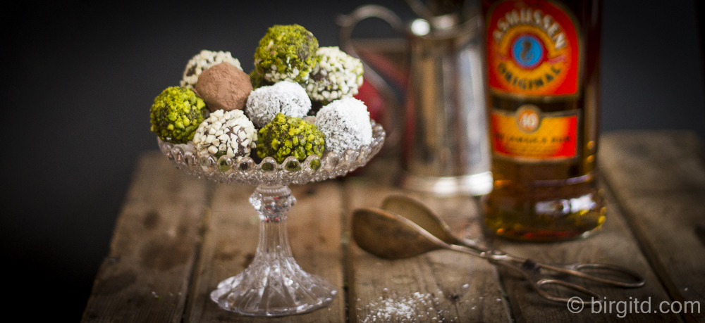 Nussiges Malaga-Festtagseis mit Salzkaramell & Schokoladen-Trüffel mit Feinem alten Asmussen