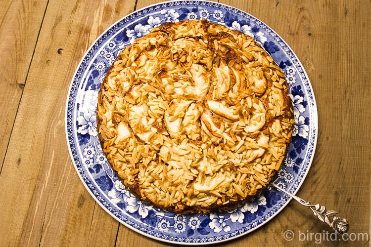 Apfelkuchen mit Mandeln und die Besonderheit: Rotkornweizenteig